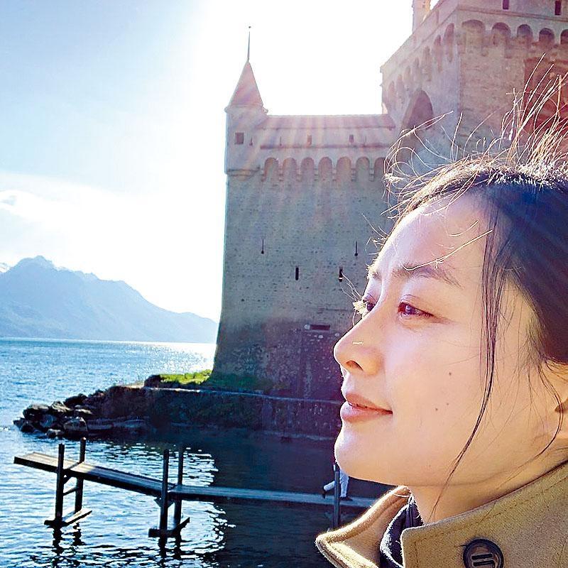 陳法拉在瑞士素顏睇風景,網民則很期待她宣布婚訊。