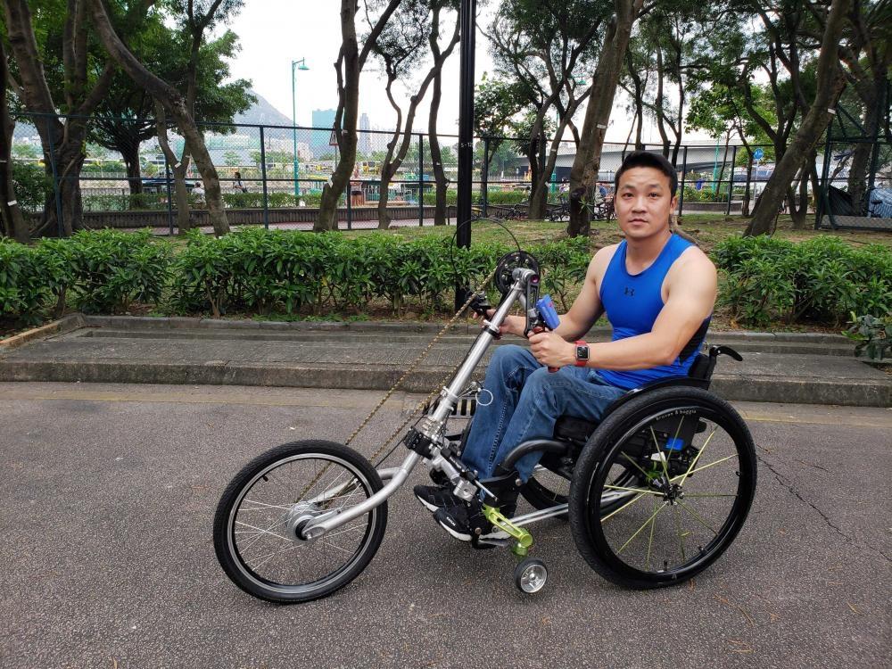 興趣多多的黎志偉,近期愛上手搖單車這種運動。(相片由受訪者提供)