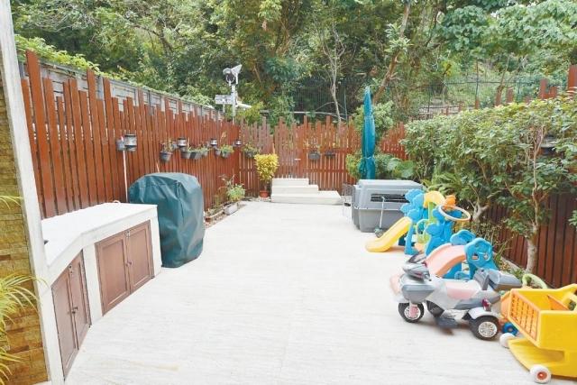 ■廳外設有私家花園,周圍有不少綠色植物點綴環境。