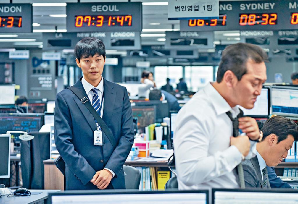 ■戲中俊烈(左)飾演的「趙逸賢」,是個初出茅廬的股票經紀。