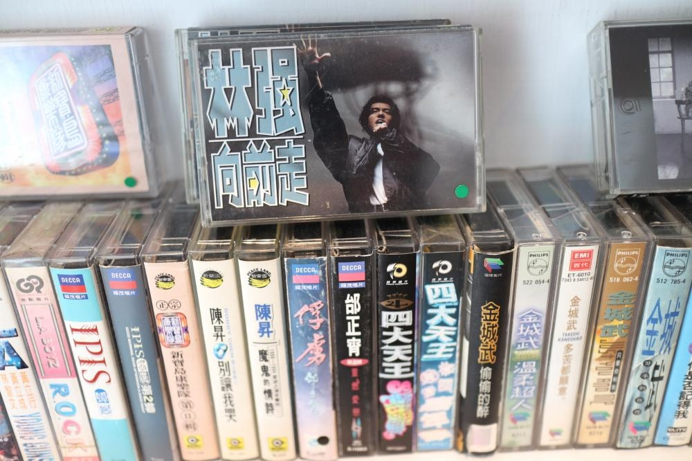 林強首張專輯《向前走》。