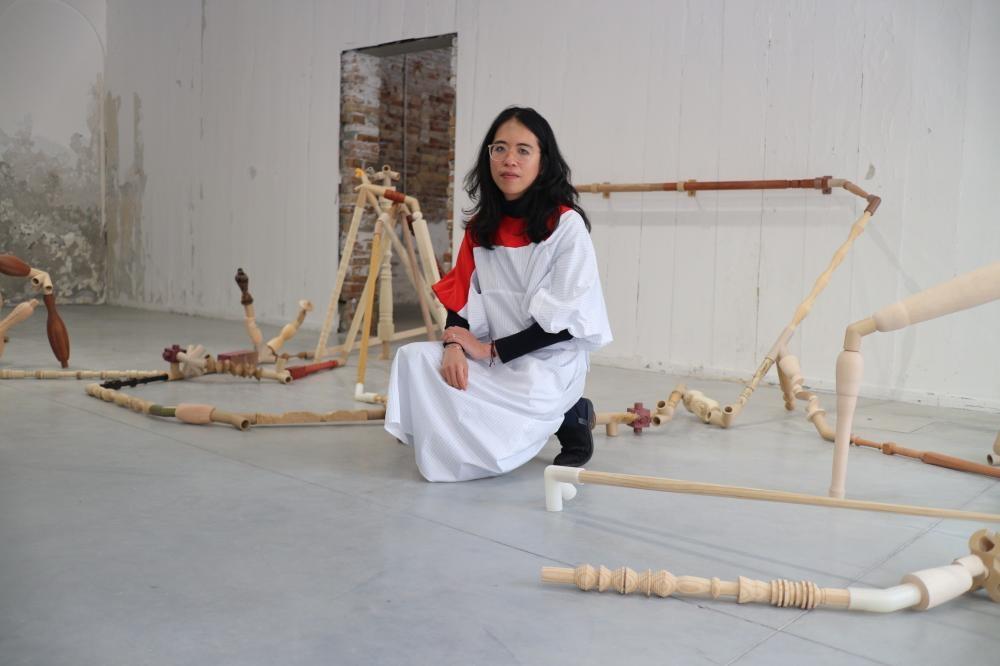 《謝淑妮:與事者,香港在威尼斯》展覽客席策展人李綺敏。