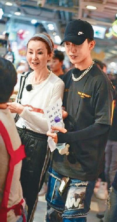 ■久未在港露面的張曼玉帶住范丞丞現身香港街市。