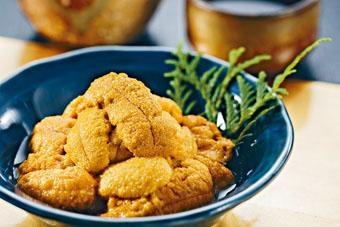 ●以另一主題美食加拿大赤海膽製作菜餚,包括海膽手卷、海膽烏魚子拉麵等,回味無窮。
