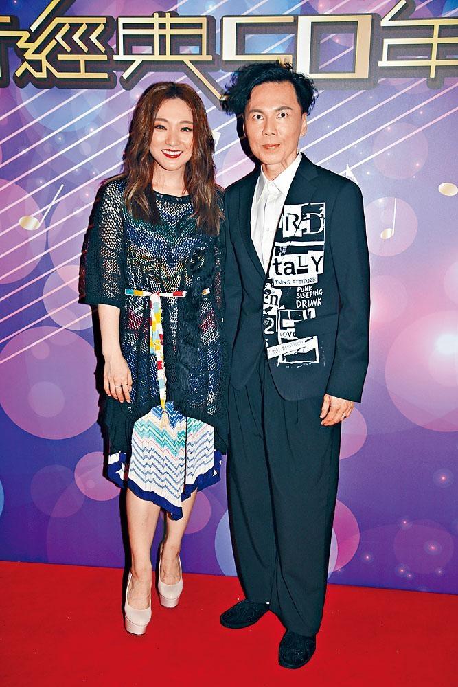 閻奕格與歐陽德勛為節目錄影。