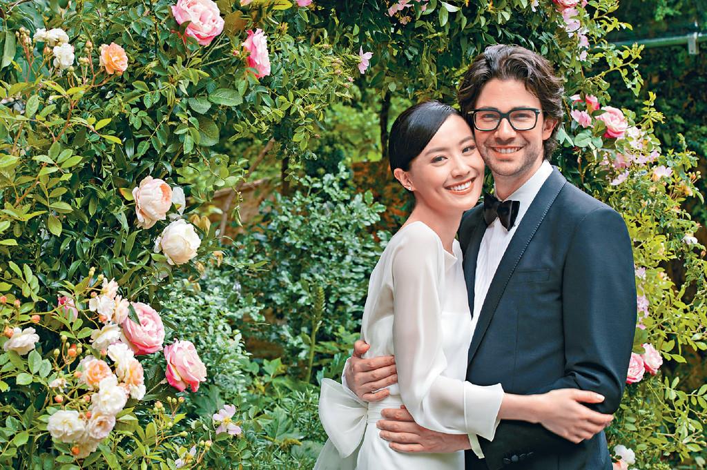 ■陳法拉和法籍老公Emmanuel攬到實,幸福笑容一致,好有夫妻相。