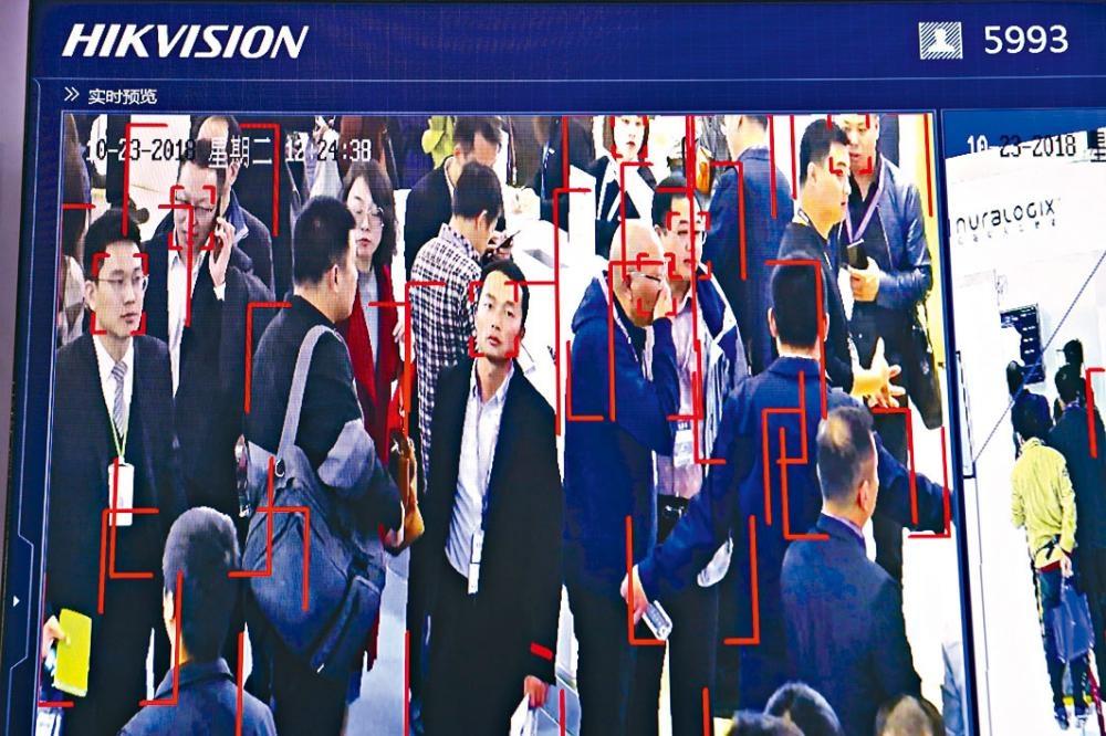 海康威視的人臉識別技術。