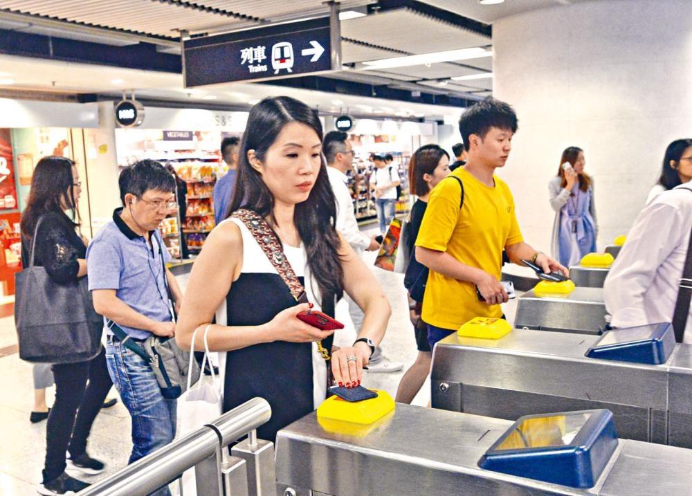 港鐵公布,於十月開始,早晨折扣優惠將進一步改為六五折。