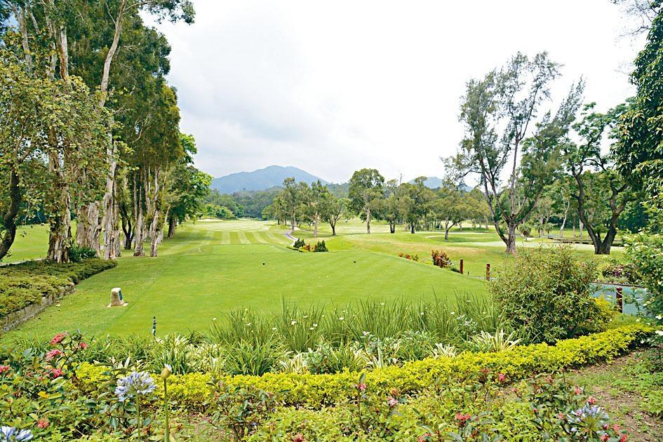 杜家駒表示,粉嶺舊場的草地相比新場及伊甸場條件較好。