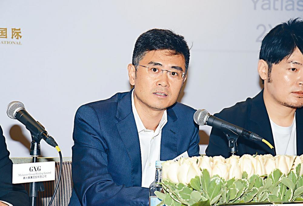 慕尚集團下調發售價至每股4.39元。圖為董事長黃晗躋。