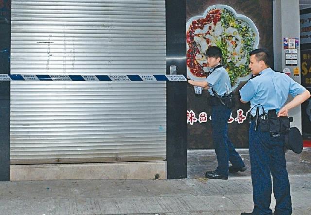 ■近年安裝電閘的商舖,成為爆竊匪徒的目標。資料圖片