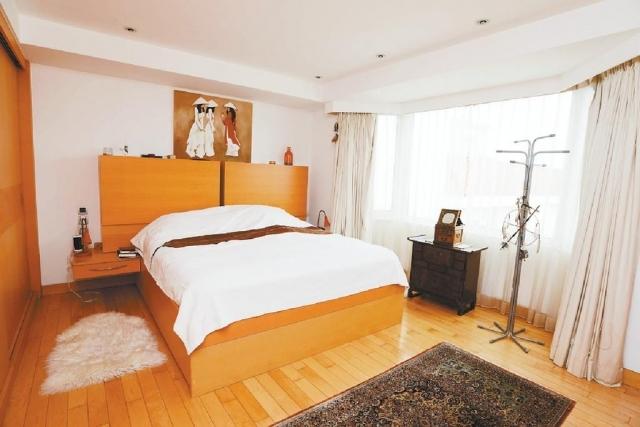 ■套房空間偌大,可容納雙人大牀。