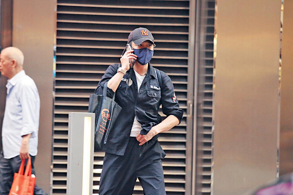 密封行街 ■私底下嘅鎮宇愛以口罩、cap帽密封靚仔樣。