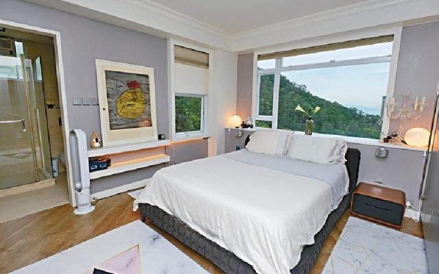 ■主人套房選用淺灰及白色主調佈置,簡單而時尚。