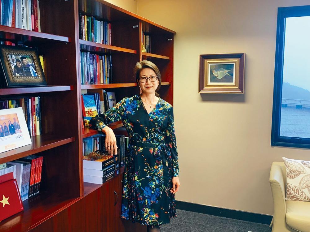 科大人文社科院院長蔡欣怡認為,學習批判思考、溝通技巧、道德判斷等元素較學習科學知識來得重要。