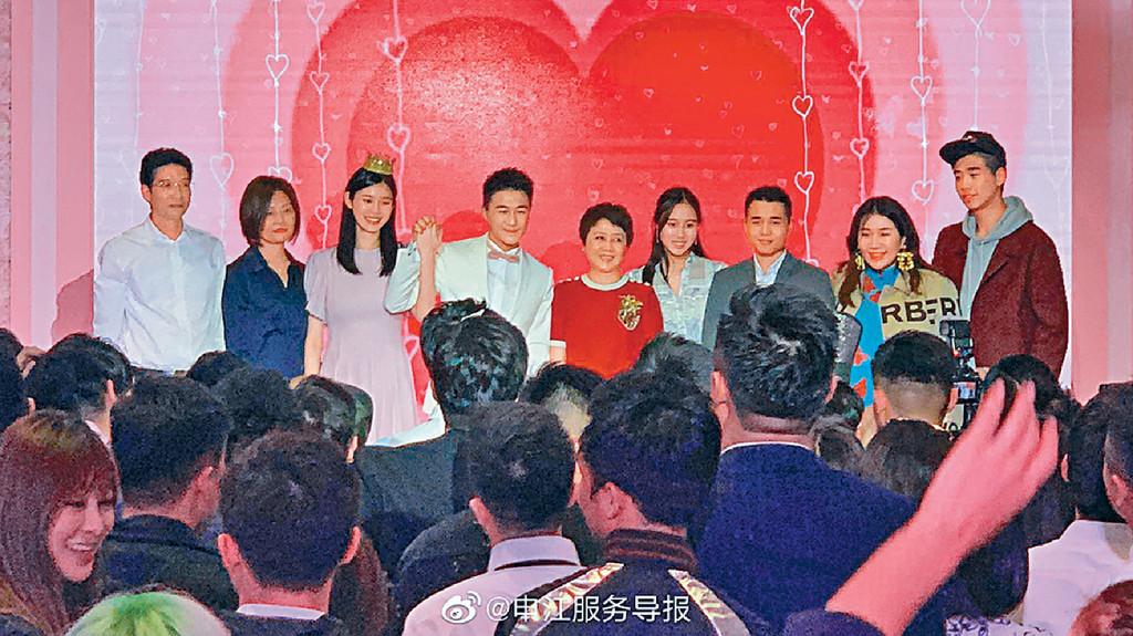 ■四太偕超盈(右二)等子女見證愛兒求婚儀式。