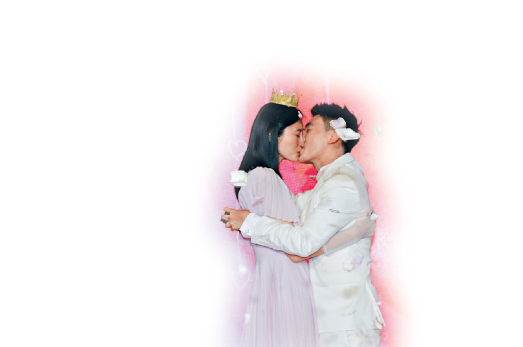■上月中,猷君求婚成功,與奚夢瑤忍唔住情深一吻。