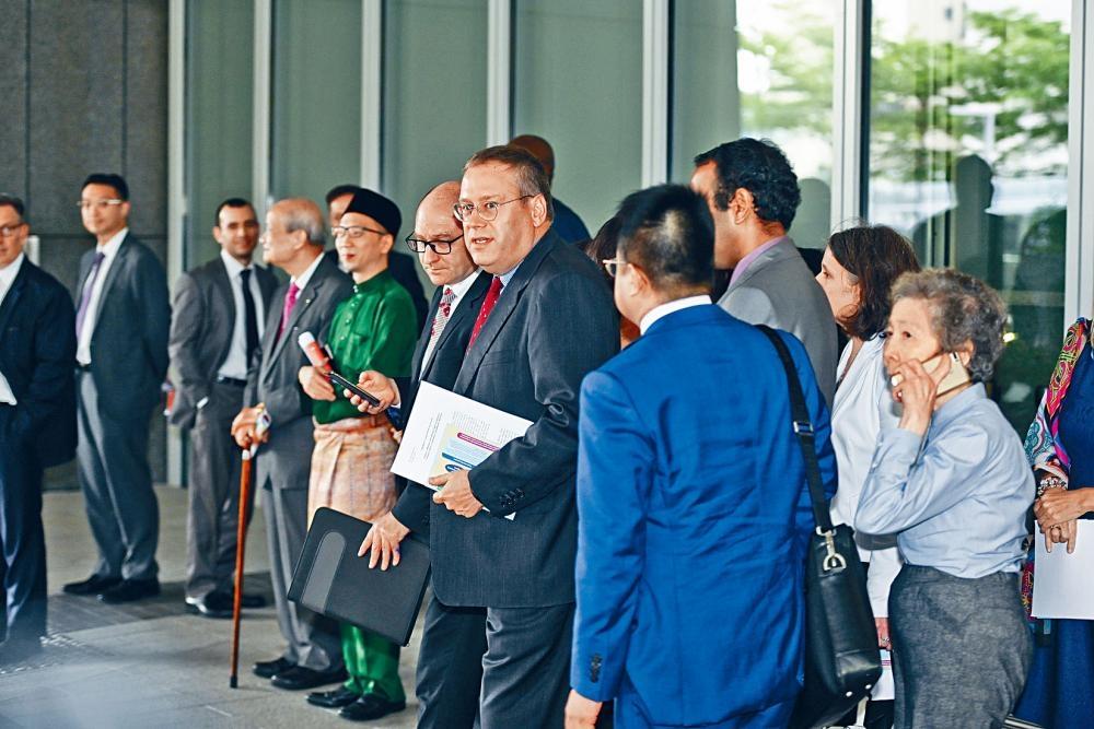七十多名駐港領事和二十多名外國商會代表昨與林鄭月娥就修例會面。