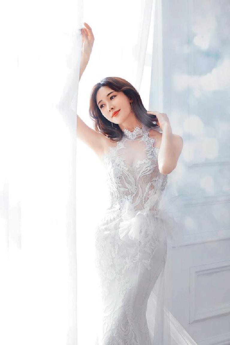 ■林志玲在公佈婚訊前,在社交網貼出疑似婚紗照。