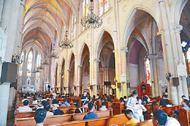 ■石室聖心大教堂莊嚴宏偉。
