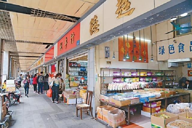 ■一德路的店舖主要出售海味及乾果。