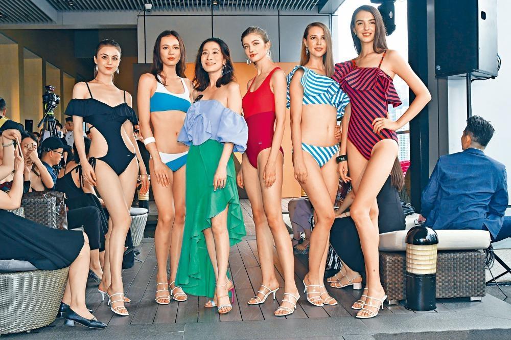 佘詩曼踩過界,為泳衣品牌設計多款泳裝。