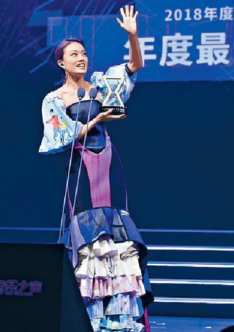 ■Joey在內地頒獎禮奪「最受歡迎女歌手獎」。