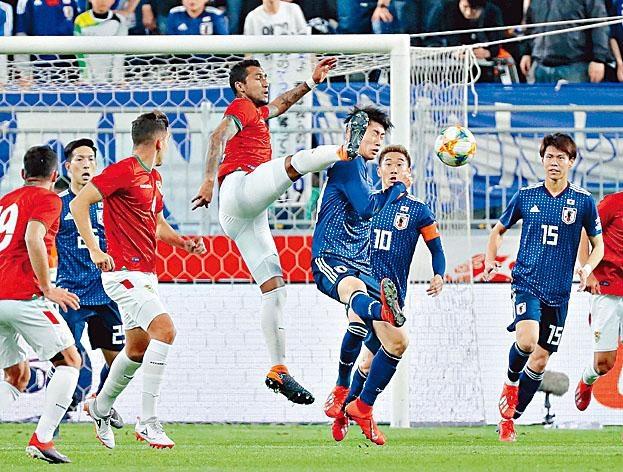 日本(藍衫)在近四仗友賽,單場最多攻入兩球。