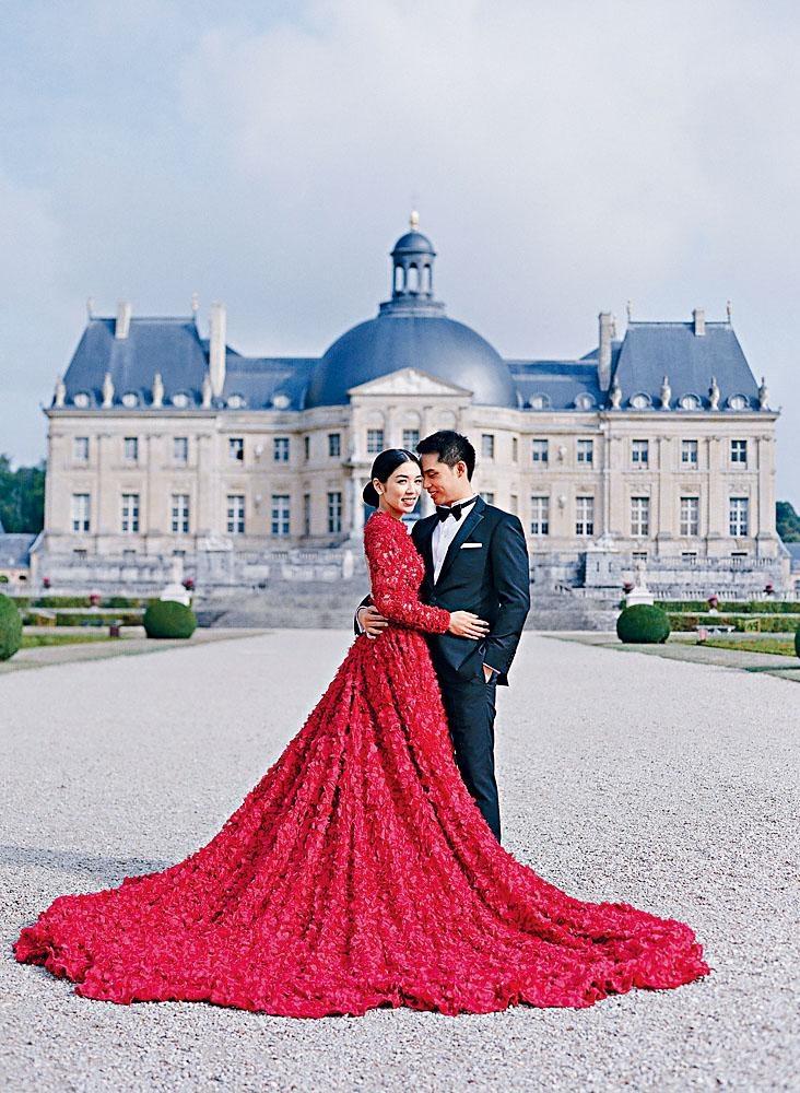 嚴紀雯與老公到法國影夢幻婚紗照。