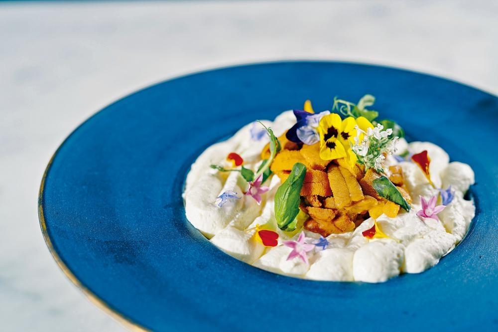 韓式香辣北海道海膽扁意粉,意粉烹調時間恰到好處,加上滿滿的海膽增加口感,綿密好吃。