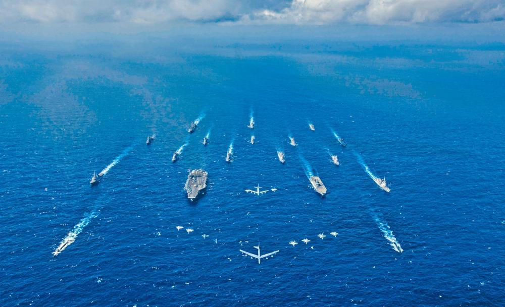 美國「列根號」航母去年八月和日本出雲級準航母在南海聯合軍演。
