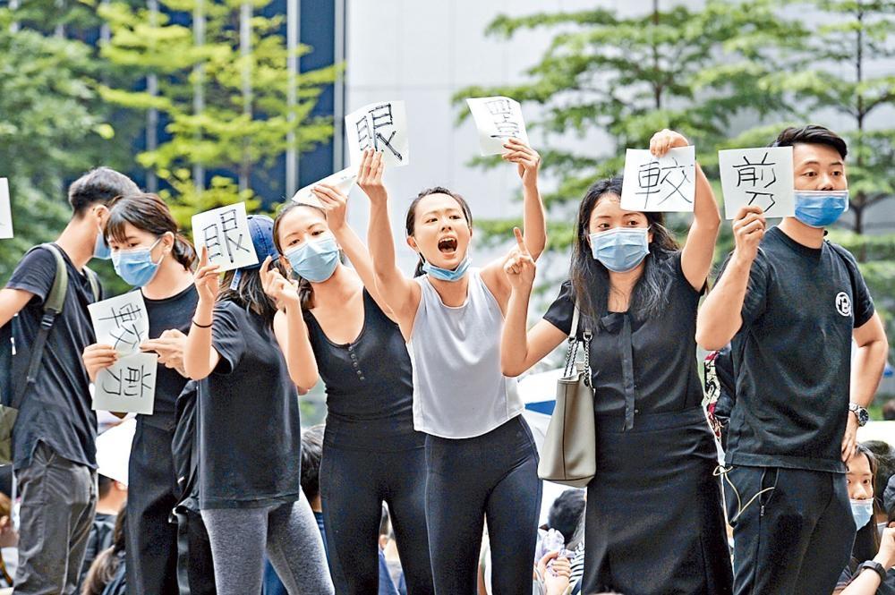 騷亂現場有大批年輕人參與示威。