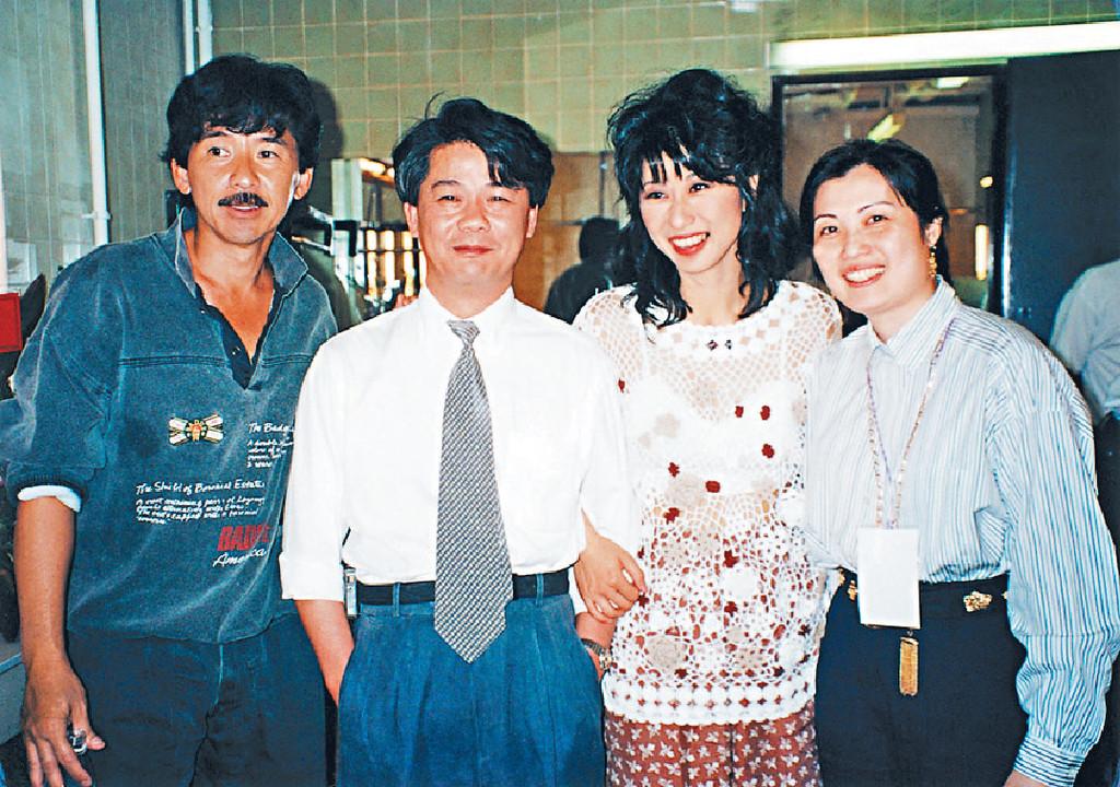 楊健恩 (左二)