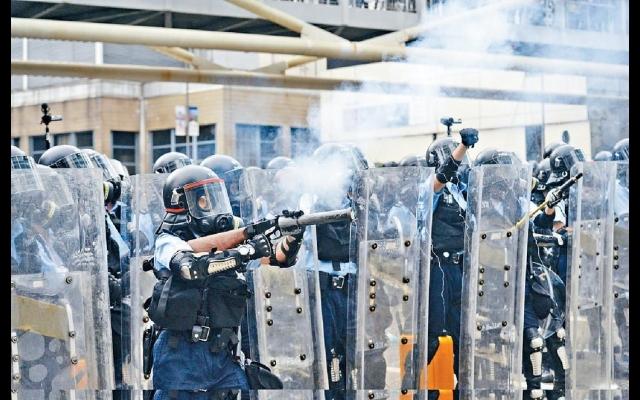 警施放150催淚彈抗襲