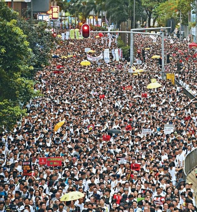 ■美國總統特朗普談及香港反修例遊行及衝突,他稱為最大規模的示威,希望中國與香港會處理好相關問題。