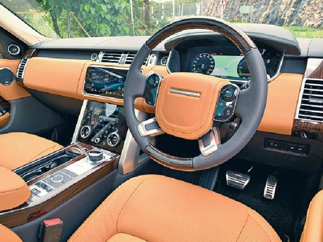 ■新車換上數碼錶板、中控台上下觸控屏幕,感覺新穎。
