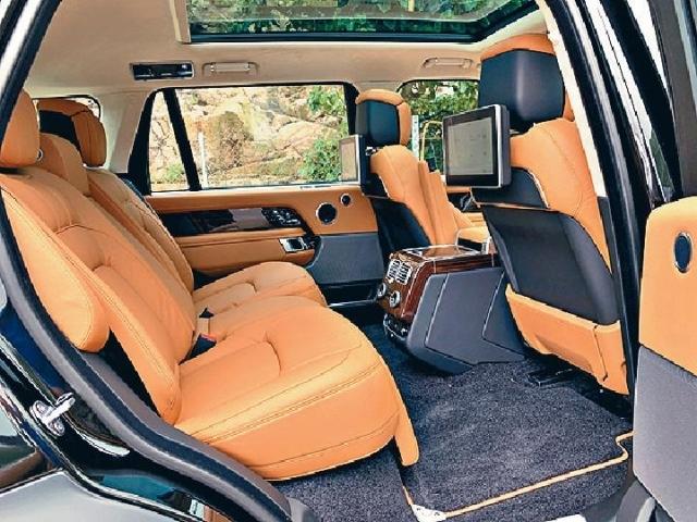 ■後排備有兩張獨立電控大班椅,腳位超闊。