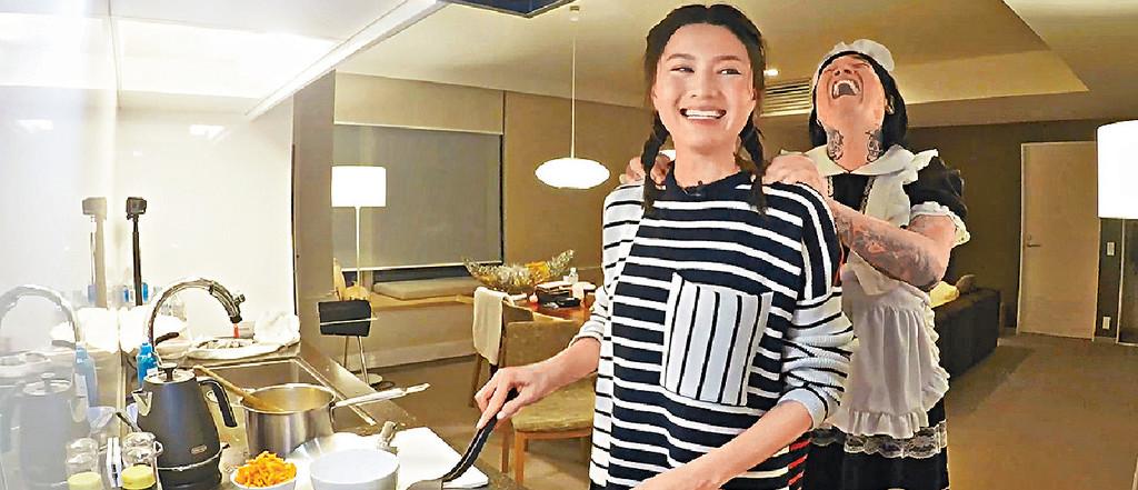 ■向來唔鍾意入廚的娜姐在「中女廚房大賽」中破例做菜。