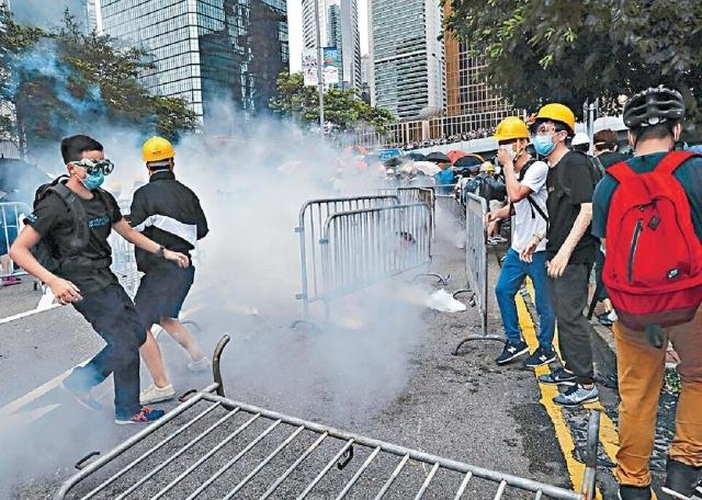 ■好多反修例示威者會戴上口罩行動,藥房口罩銷量稍微上升。資料圖片