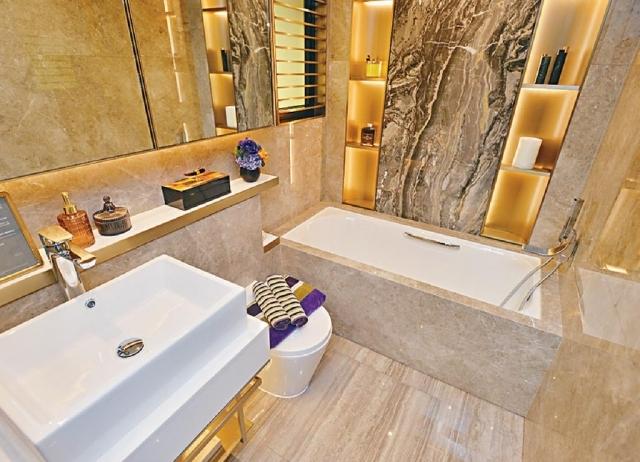 ■主人套房浴室附設浴缸,並設有窗戶。