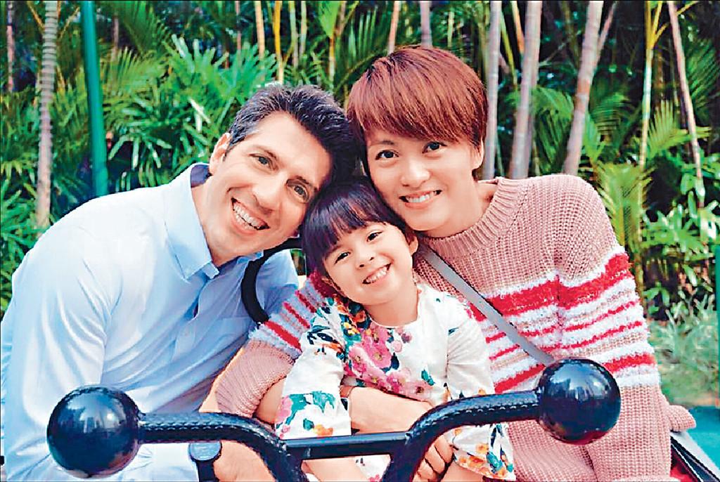 ■GiGi一家將在明日齊齊慶祝父親節。
