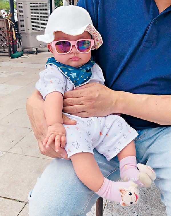 ■半歲的Gabrielle,幾好肉地,戴住太陽眼鏡勁cute。