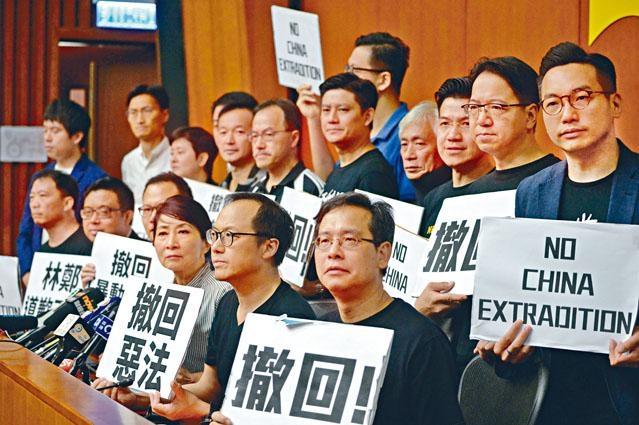 ■特首宣布暫緩修訂《逃犯條例》,泛民議員表明不會「收貨」,並提出四大訴求,要求撤回修例。