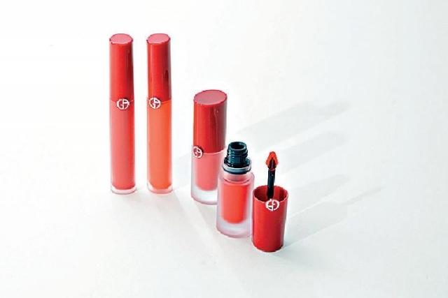 ■絲絨啞亮唇釉(左)磁魅啞艷唇釉(右)顏色出眾。