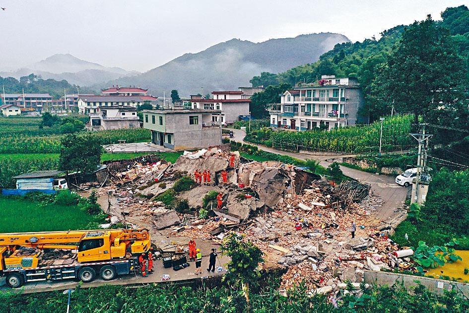 長寧地震災區,有不少房屋倒塌。