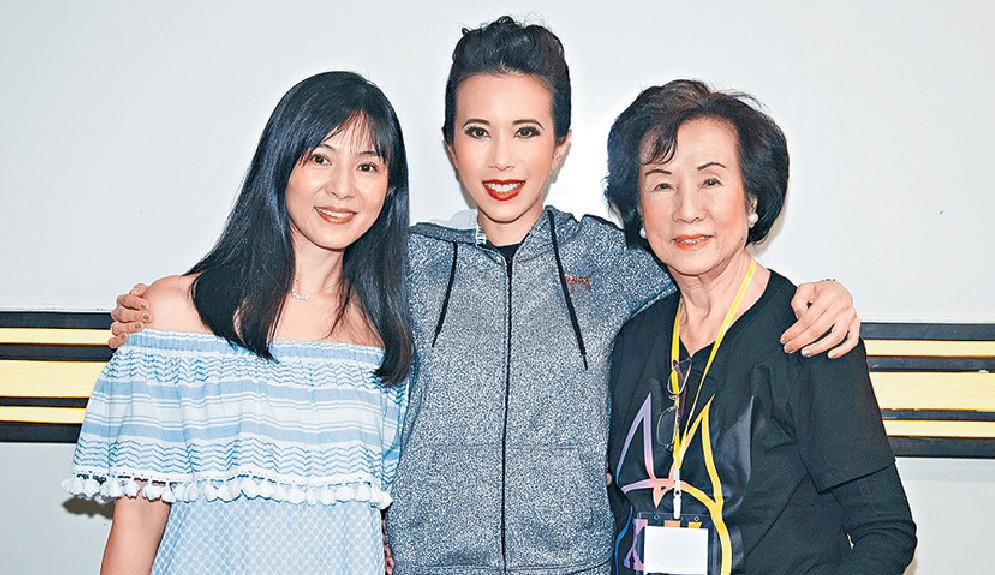 ■定居新加坡的楊采妮與莫媽媽都有撐場。