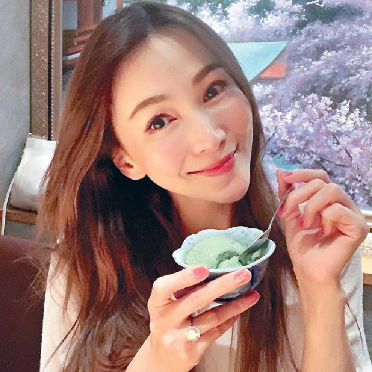 甜品控 ■坐完月嘅Marie近日開心話可以放縱食番心愛嘅甜品。