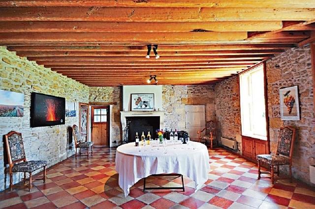 ■古老大宅內設有試酒室。