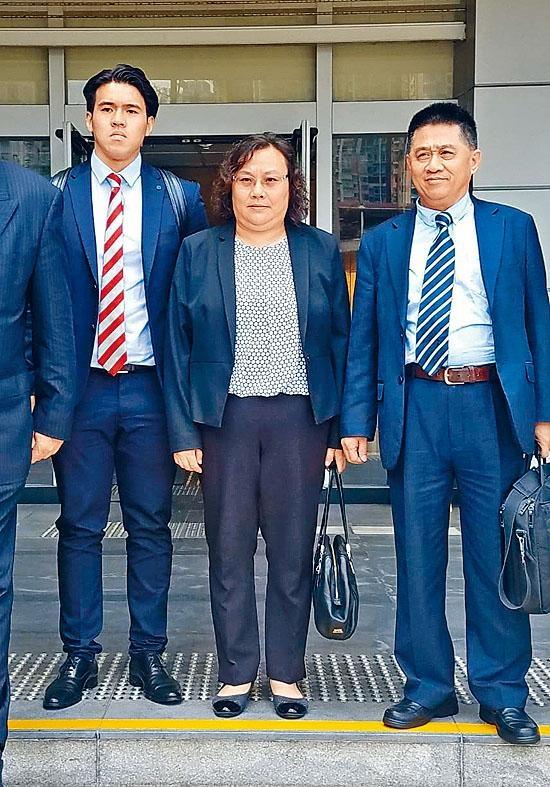 陳章萍被控使用虛假求職者面試紀錄表格。
