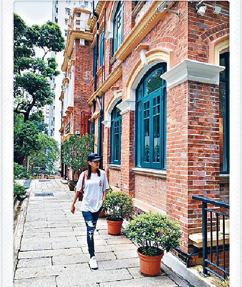 ■近年楊恭如去到邊,楊媽媽都充當其攝影師幫她拍照。